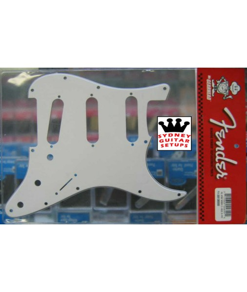 White Fender pickguard - Strat 3 ply 11 hole 0991360000
